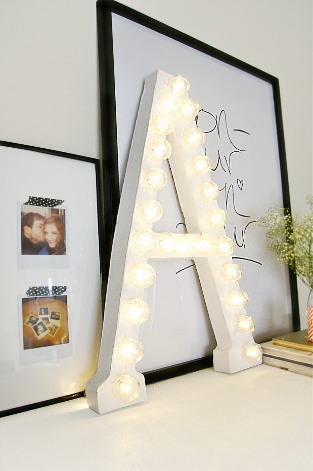 Fallingin Love with DIY Marquee Lighting Projects! Here is a round up of some amazing Marquee lighting projects via www.artsandclassy.com