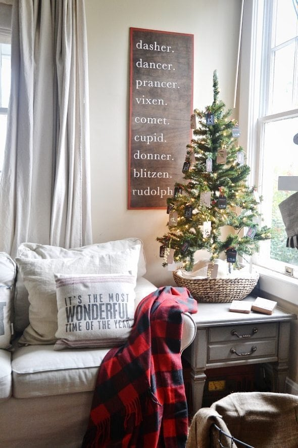 My Top 5 Holiday Decorating Tips + A Giveaway! -04