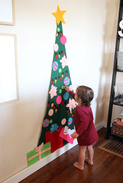 12-creative-ways-to-build-a-christmas-tree-in-small-apartments