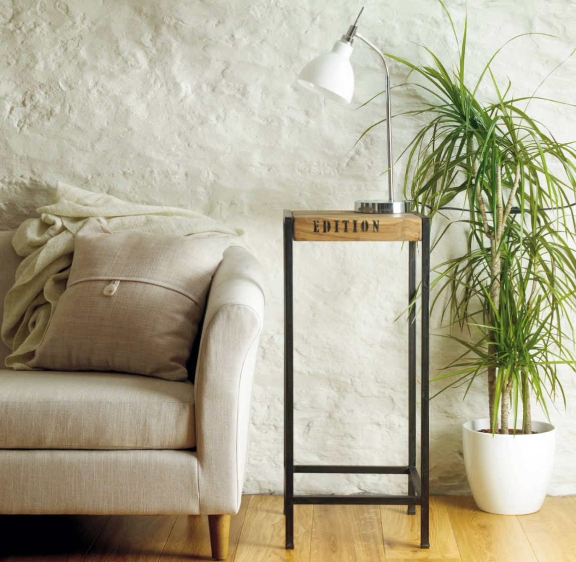 Room Ideas - How to Decorate a Room without Windows