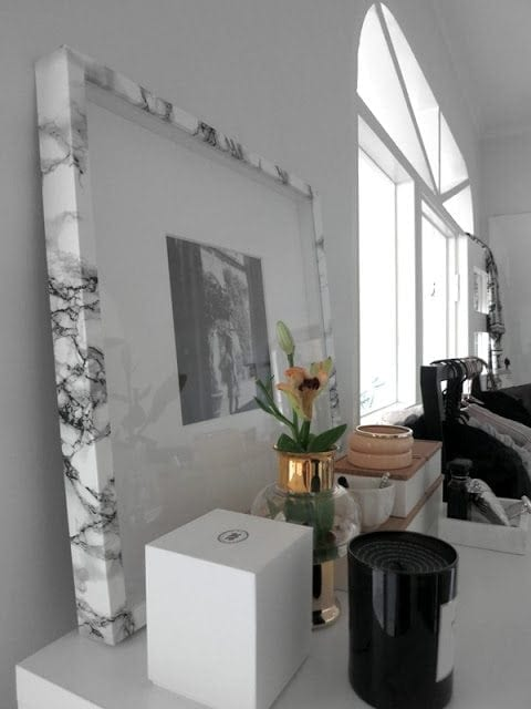 Wrapped Marble Frame - These DIY Faux Marble Decor tutorials are surprisingly easy and budget friendly. Whether you want to tackle a faux-finish or use marble contact paper, there are DIY ideas for every decorator | faux marble counter tops, coffee tables, and decor accessories.