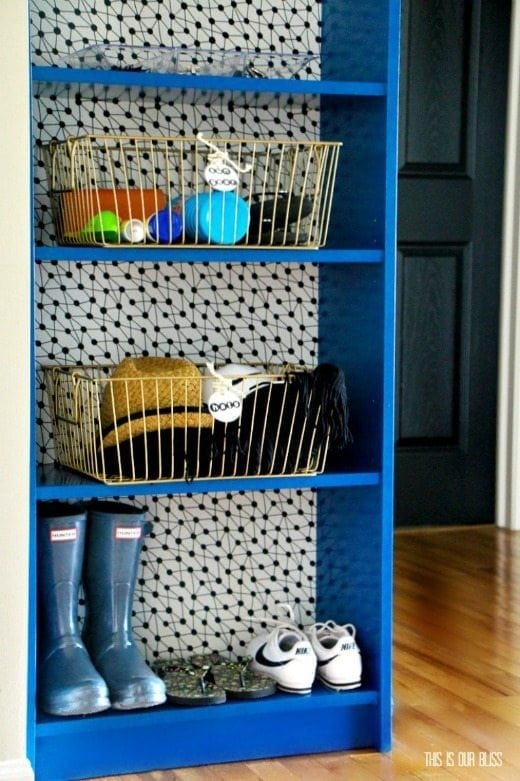 Wallpaper Bookshelf - Decorating with wallpaper is so popular in home decor. Many peel-and-stick options are temporary, making this the perfect way for renters and homeowners alike to spruce up their space | Rental-friendly decorating with wallpaper.