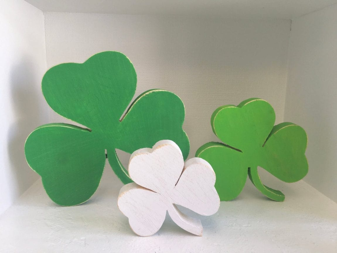 Check out these amazing St. Patricks Day Decorations Decor Ideas for your home! You can decorate your home on even the smallest of budgets.